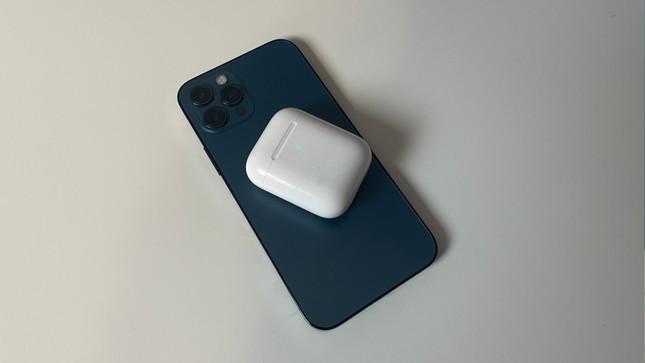 Thật bất ngờ: Các mẫu iPhone 12 có thể hỗ trợ sạc ngược không dây cho các phụ kiện Apple? ảnh 1