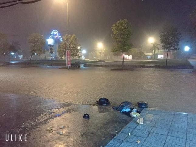 Cảnh tượng xót xa: Nhiều nơi tại Nghệ An ngập sâu trong nước lũ, khu vực biển bị sập bờ kè ảnh 8