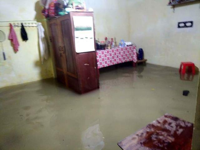 Cảnh tượng xót xa: Nhiều nơi tại Nghệ An ngập sâu trong nước lũ, khu vực biển bị sập bờ kè ảnh 13