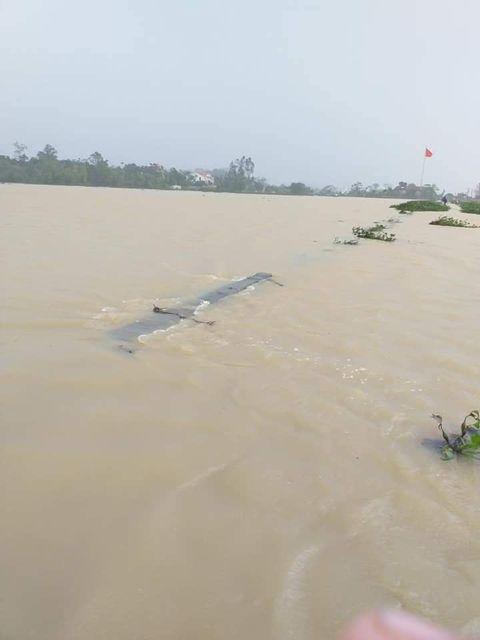 Cảnh tượng xót xa: Nhiều nơi tại Nghệ An ngập sâu trong nước lũ, khu vực biển bị sập bờ kè ảnh 14