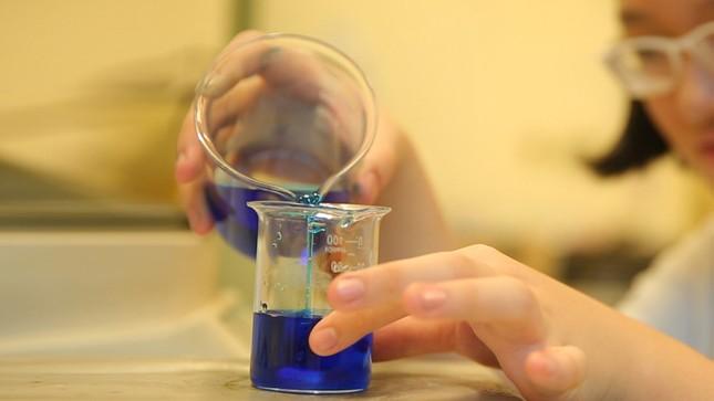 Học sinh lớp 8 tìm giải pháp cải thiện ô nhiễm nguồn nước bằng ứng dụng hạt Nano TIO2 ảnh 2