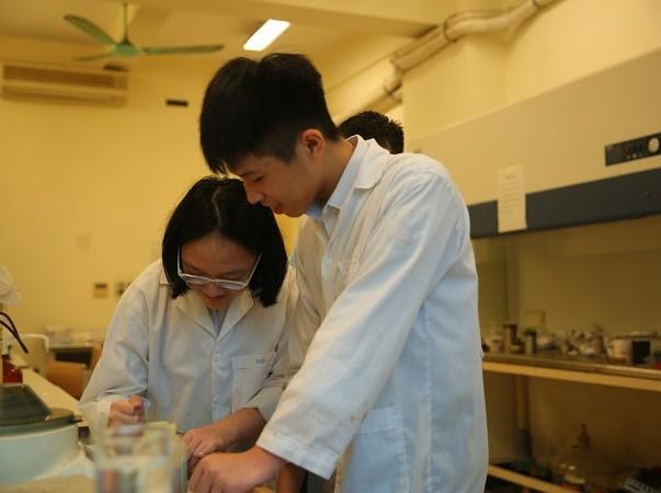 Học sinh lớp 8 tìm giải pháp cải thiện ô nhiễm nguồn nước bằng ứng dụng hạt Nano TIO2 ảnh 5