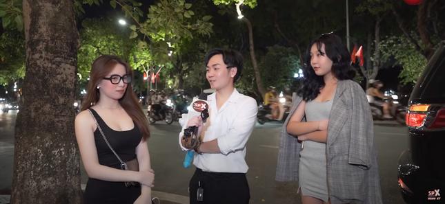 Những gương mặt phỏng vấn, ghép đôi đường phố nổi bật được cộng đồng mạng yêu thích ảnh 4