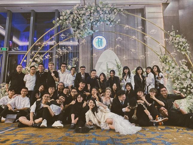 Cận cảnh váy cưới 28 tỉ đồng của Xoài Non - vợ Xemesis, streamer giàu nhất Việt Nam ảnh 7
