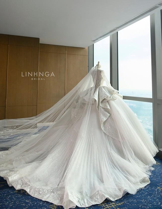 Cận cảnh váy cưới 28 tỉ đồng của Xoài Non - vợ Xemesis, streamer giàu nhất Việt Nam ảnh 3