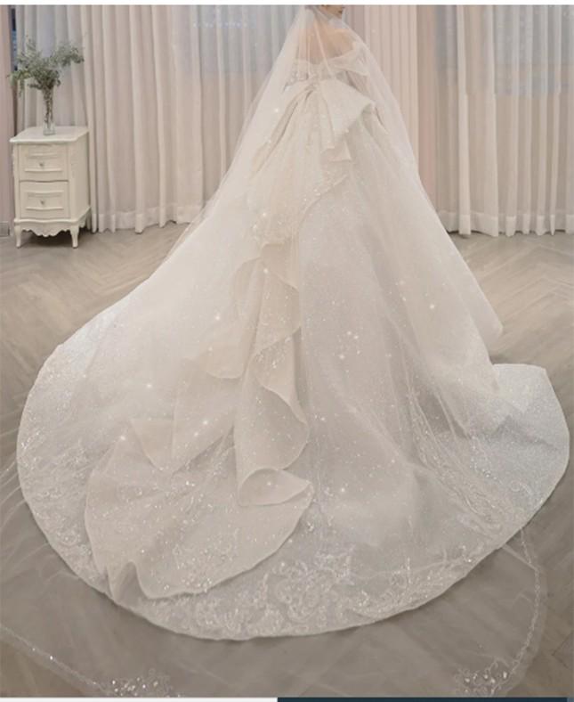 Cận cảnh váy cưới 28 tỉ đồng của Xoài Non - vợ Xemesis, streamer giàu nhất Việt Nam ảnh 5