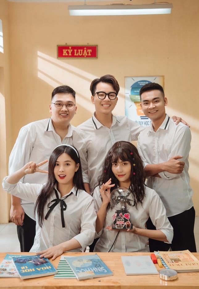 """Có gì ở tập 1 """"Siêu Quậy 12E2"""" - sitcom có sự tham gia của streamer Thảo Nari, Quang Cuốn? ảnh 1"""
