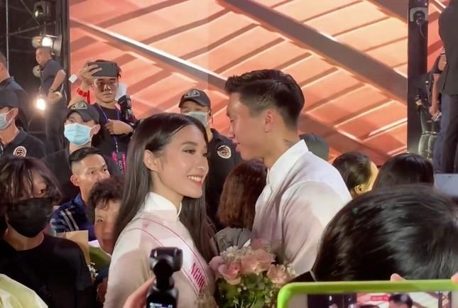 """Profile cực chất của """"bạn gái tin đồn"""" cầu thủ Văn Hậu: Top 10 Hoa Hậu Việt Nam, IELTS 7.0 ảnh 4"""