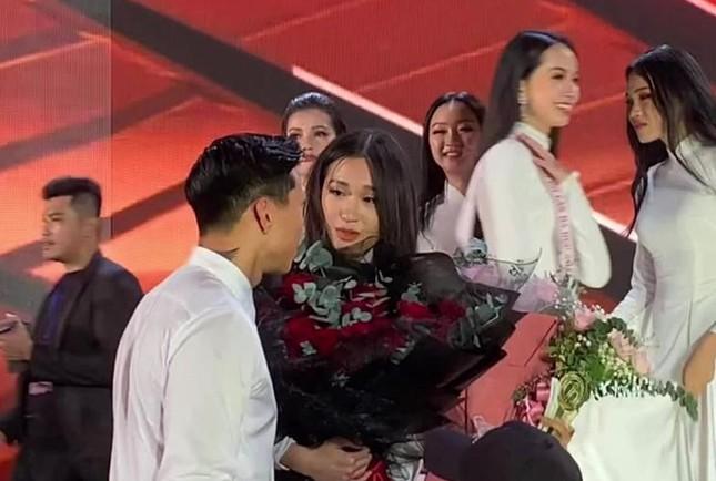 """Profile cực chất của """"bạn gái tin đồn"""" cầu thủ Văn Hậu: Top 10 Hoa Hậu Việt Nam, IELTS 7.0 ảnh 2"""