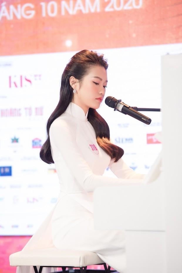 """Profile cực chất của """"bạn gái tin đồn"""" cầu thủ Văn Hậu: Top 10 Hoa Hậu Việt Nam, IELTS 7.0 ảnh 9"""