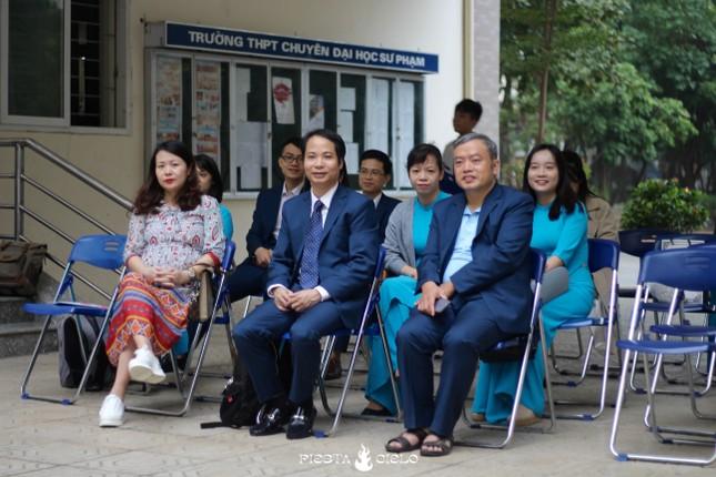 """Học sinh và giáo viên trường THPT chuyên Sư Phạm cùng tham gia cuộc thi """"Khua Chiêng Vàng"""" ảnh 3"""