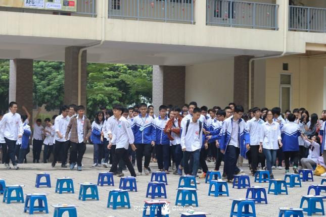"""Học sinh và giáo viên trường THPT chuyên Sư Phạm cùng tham gia cuộc thi """"Khua Chiêng Vàng"""" ảnh 1"""
