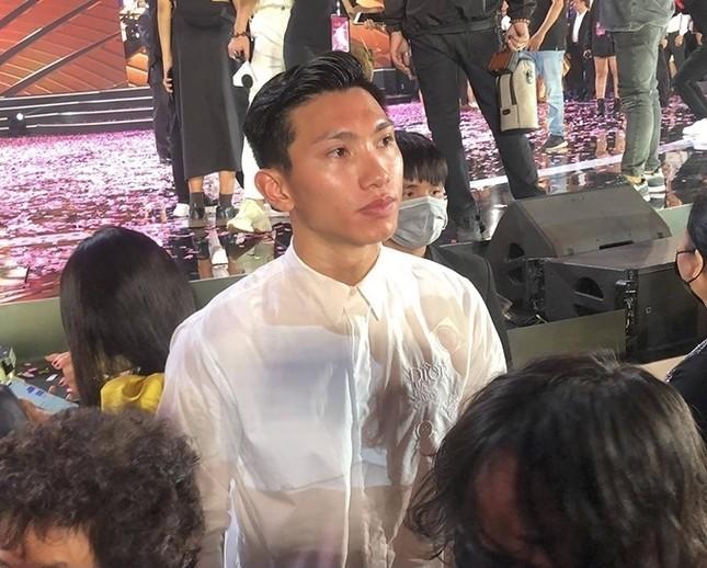 """Profile cực chất của """"bạn gái tin đồn"""" cầu thủ Văn Hậu: Top 10 Hoa Hậu Việt Nam, IELTS 7.0 ảnh 5"""