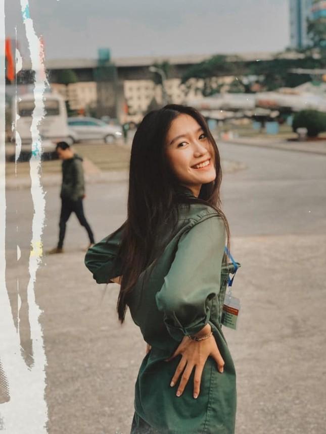 """Profile cực chất của """"bạn gái tin đồn"""" cầu thủ Văn Hậu: Top 10 Hoa Hậu Việt Nam, IELTS 7.0 ảnh 7"""