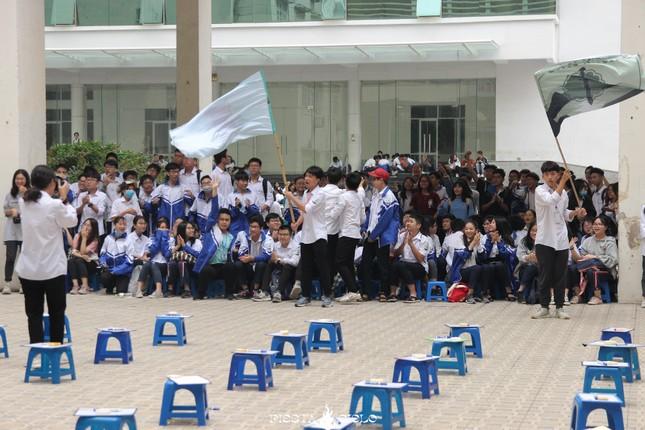 """Học sinh và giáo viên trường THPT chuyên Sư Phạm cùng tham gia cuộc thi """"Khua Chiêng Vàng"""" ảnh 2"""
