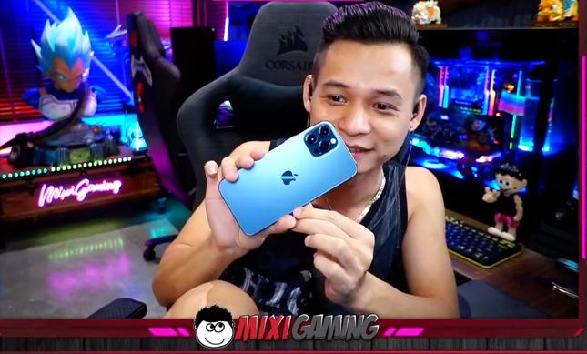 """Hot streamer Độ Mixi quay clip """"đập hộp"""" iPhone 12 Pro Max cùng loạt biểu cảm cực """"bá đạo"""" ảnh 7"""