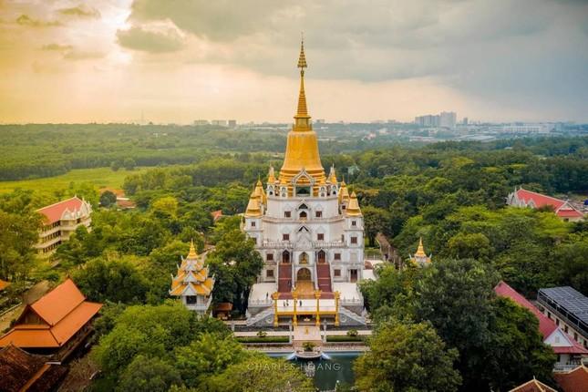 """Địa điểm """"check-in"""" cực đẹp của giới trẻ Sài Gòn: Ngôi chùa có bảo tháp cao nhất Việt Nam ảnh 1"""