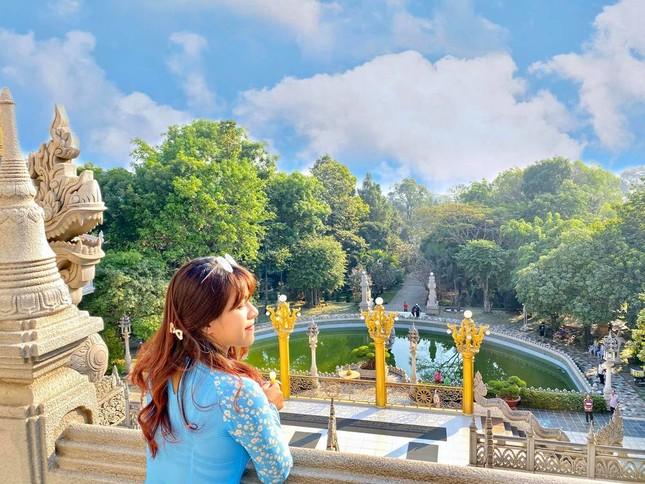 """Địa điểm """"check-in"""" cực đẹp của giới trẻ Sài Gòn: Ngôi chùa có bảo tháp cao nhất Việt Nam ảnh 5"""
