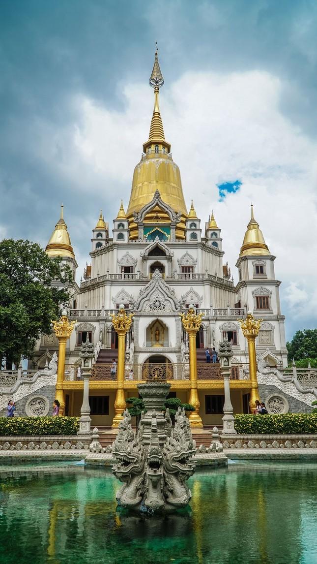"""Địa điểm """"check-in"""" cực đẹp của giới trẻ Sài Gòn: Ngôi chùa có bảo tháp cao nhất Việt Nam ảnh 3"""