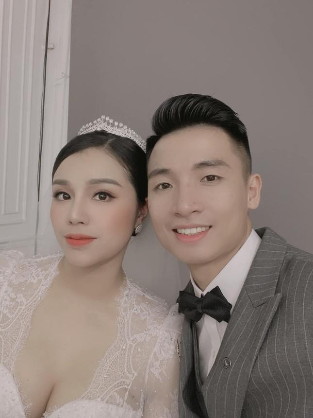 Ảnh cưới của Bùi Tiến Dũng - Khánh Linh: Bộ váy cô dâu khiến dân mạng choáng ngợp! ảnh 1