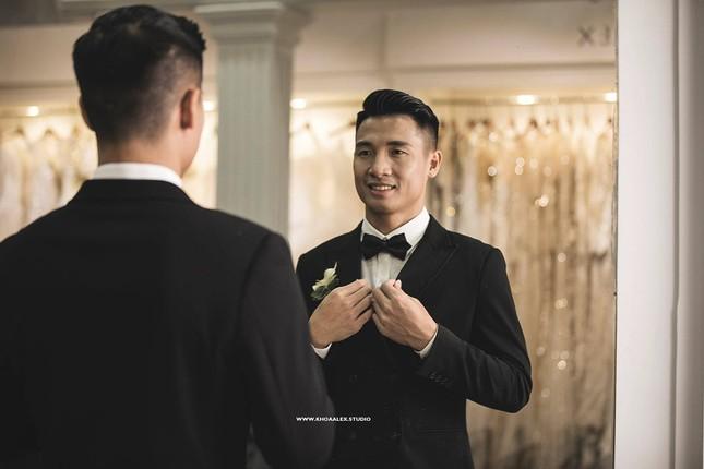 Ảnh cưới của Bùi Tiến Dũng - Khánh Linh: Bộ váy cô dâu khiến dân mạng choáng ngợp! ảnh 3