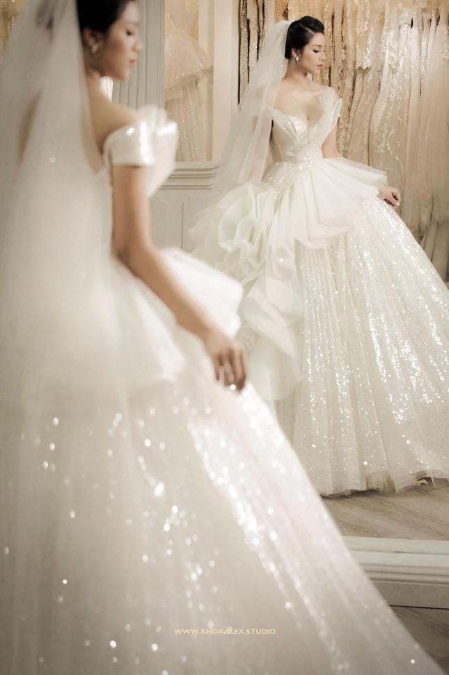 Ảnh cưới của Bùi Tiến Dũng - Khánh Linh: Bộ váy cô dâu khiến dân mạng choáng ngợp! ảnh 7