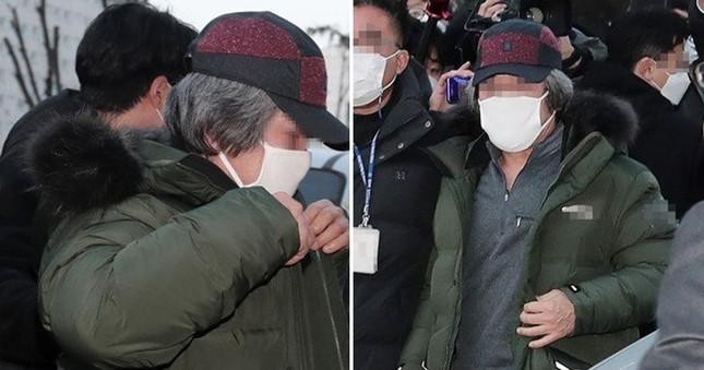 Tội phạm ấu dâm Cho Doo Soon ra tù: Người dân Hàn Quốc vây kín đập phá, biểu tình ảnh 2