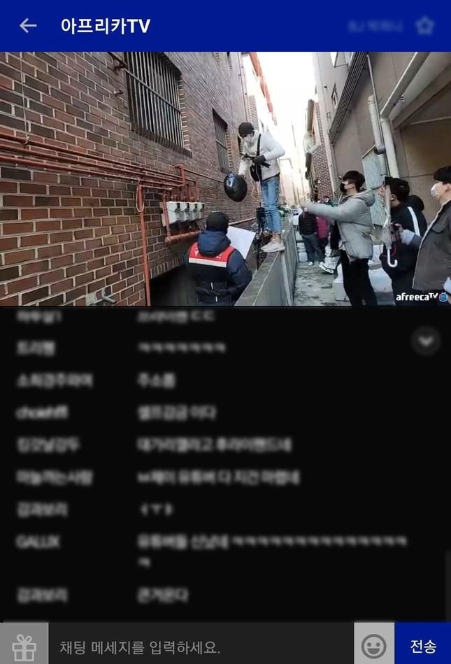 Tội phạm ấu dâm Cho Doo Soon ra tù: Người dân Hàn Quốc vây kín đập phá, biểu tình ảnh 3