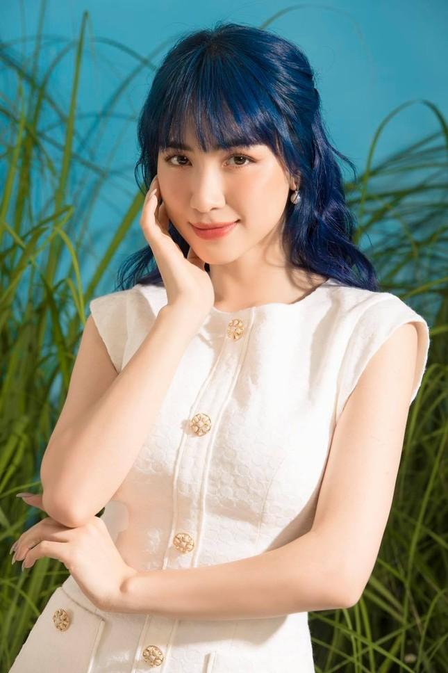 """Pha Lê bình luận khen """"gái một con đẹp rụng rời"""" nhưng tại sao fan của Hoà Minzy giận dữ? ảnh 1"""