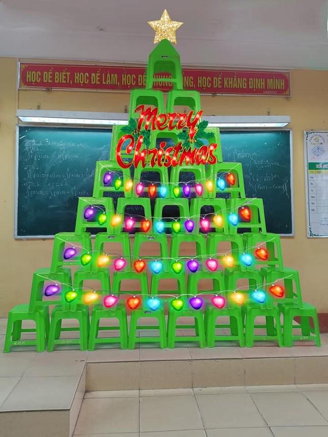 """Cây thông có """"1-0-2"""" ngay tại lớp học: Sức sáng tạo của học trò nhà mình là """"dương vô cực"""" ảnh 2"""