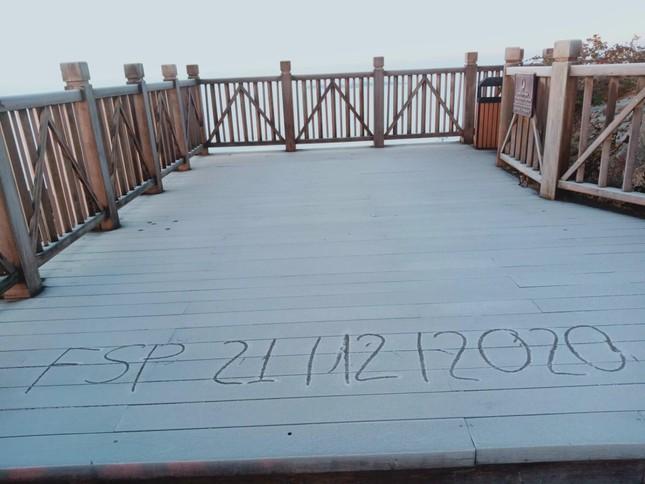 Nhiệt độ trên đỉnh Fansipan xuống mức -3 độ C, dân tình rủ nhau đi ngắm băng tuyết ảnh 4