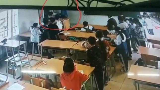 Vụ học sinh ở Điện Biên bị phụ huynh bạn cùng lớp lao vào đánh: Tiến hành khởi tố vụ án ảnh 4