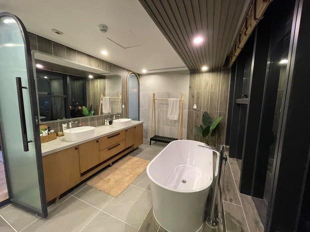 """Cơ ngơi """"khủng"""" của vợ chồng Trang Lou - Tùng Sơn: Nhà mới to đẹp đón bé thứ hai chào đời! ảnh 7"""