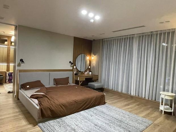 """Cơ ngơi """"khủng"""" của vợ chồng Trang Lou - Tùng Sơn: Nhà mới to đẹp đón bé thứ hai chào đời! ảnh 5"""