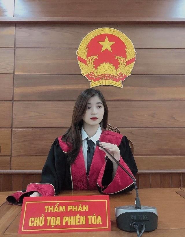 """Nữ thẩm phán tương lai sở hữu nhan sắc """"vạn người mê"""" khiến mạng xã hội """"dậy sóng"""" ảnh 1"""
