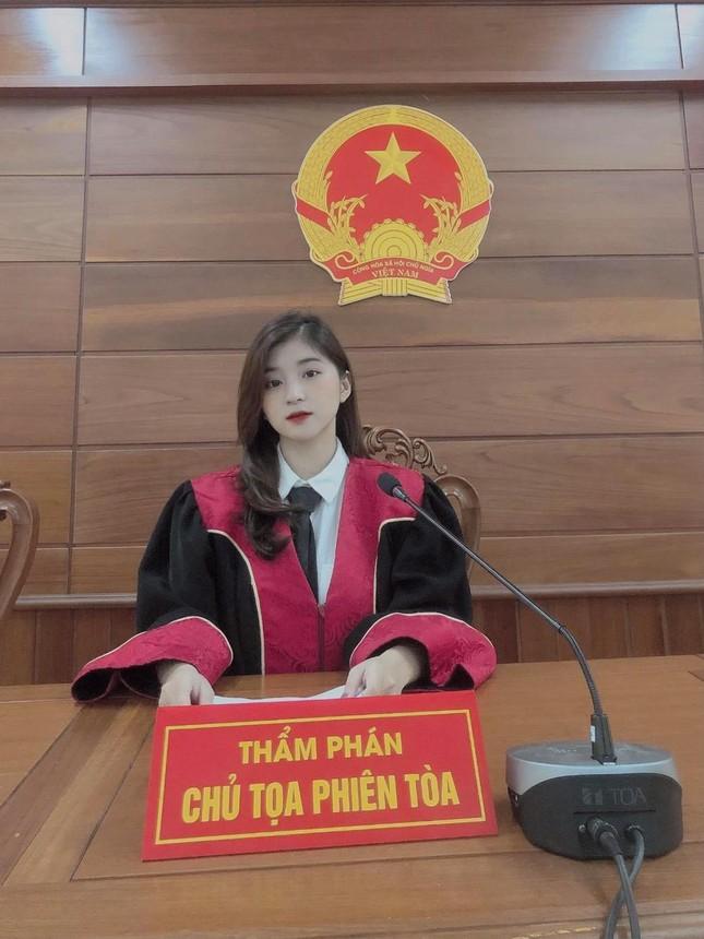 """Nữ thẩm phán tương lai sở hữu nhan sắc """"vạn người mê"""" khiến mạng xã hội """"dậy sóng"""" ảnh 2"""