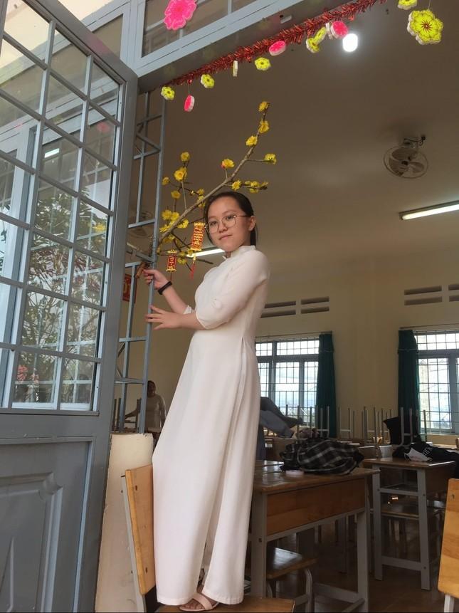 Các bạn học sinh trang trí lớp học đón Tết: Thỏa sức sáng tạo và khoe độ khéo tay! ảnh 3