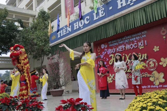 Trường teen tưng bừng lễ hội đón Tết: Hội chợ đón Xuân, prom cuối cấp vui nổ trời! ảnh 1