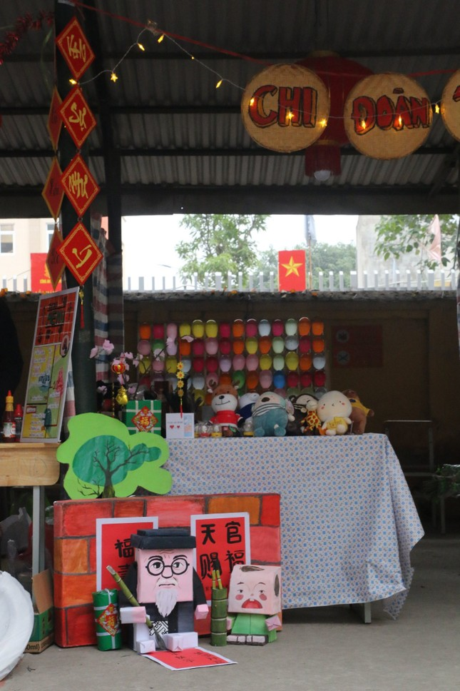 Trường teen tưng bừng lễ hội đón Tết: Hội chợ đón Xuân, prom cuối cấp vui nổ trời! ảnh 2