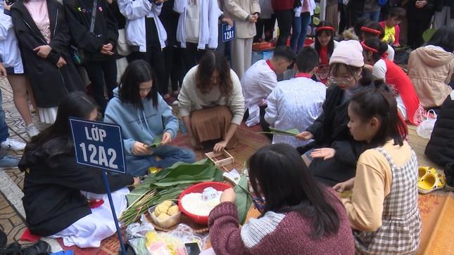 Trường teen tưng bừng lễ hội đón Tết: Hội chợ đón Xuân, prom cuối cấp vui nổ trời! ảnh 10