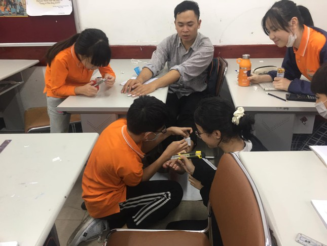 """1001 """"chiêu trò"""" làm đẹp của hội học sinh dịp Tết: Làm nail, uốn tóc với giá... 0 đồng! ảnh 8"""