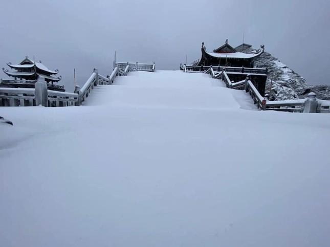 Tuyết rơi phủ dày trên đỉnh Fansipan (Lào Cai), khung cảnh đẹp tựa như phim cổ trang ảnh 9