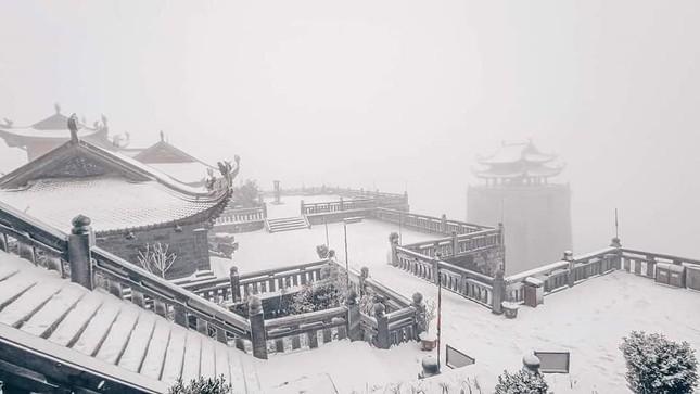 Tuyết rơi phủ dày trên đỉnh Fansipan (Lào Cai), khung cảnh đẹp tựa như phim cổ trang ảnh 4