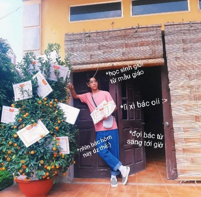 """Trào lưu """"hot"""" của teen Việt trong những ngày Tết: Khoe cây cảnh treo đầy bằng khen, huy chương ảnh 1"""