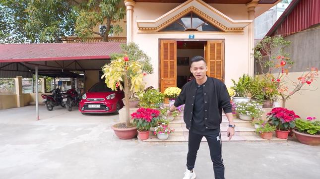 Cận cảnh căn nhà 3 tầng của Độ Mixi tại Cao Bằng, hé lộ món quà giá trị lần đầu tặng mẹ ảnh 4