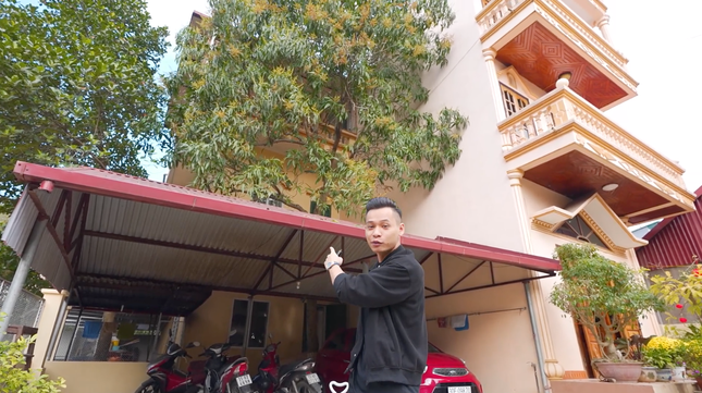 Cận cảnh căn nhà 3 tầng của Độ Mixi tại Cao Bằng, hé lộ món quà giá trị lần đầu tặng mẹ ảnh 5