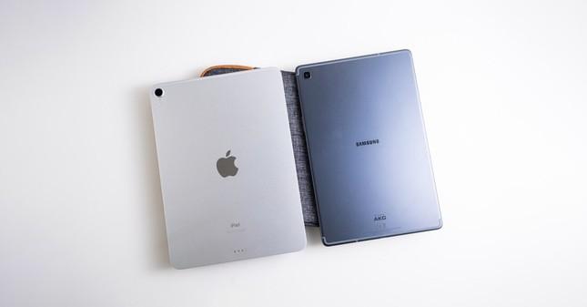 Mua máy tính bảng để học trực tuyến: Nên chọn iPad của Apple hay Samsung Galaxy Tab? ảnh 1
