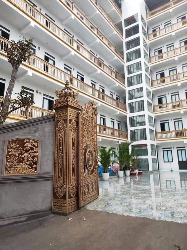 """Xuất hiện khu trọ """"đỉnh của chóp"""" tại Bắc Giang: Cổng dát vàng, thang máy, điều hoà đầy đủ ảnh 1"""