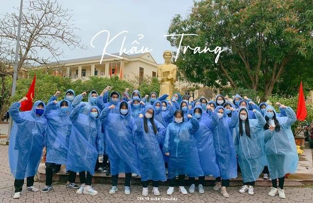 Teen THPT chuyên Phan Bội Châu chụp ảnh kỷ yếu mùa dịch theo thông điệp 5K của Bộ Y tế ảnh 3