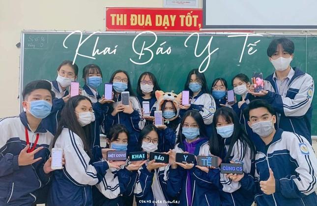 Teen THPT chuyên Phan Bội Châu chụp ảnh kỷ yếu mùa dịch theo thông điệp 5K của Bộ Y tế ảnh 4